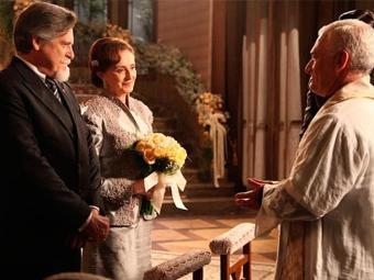 Manfred finalmente conseguiu realizar o sonho de casar a mãe com Ernest - Foto: TV Globo | Divulgação
