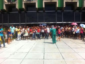 Manifestantes se concentram em frente à SEC - Foto: Divulgação