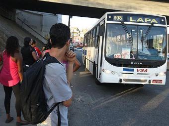 Passageiros ainda se queixam de dificuldades enfrentadas para acessar novas rotas - Foto: Lúcio Távora | Ag. A TARDE