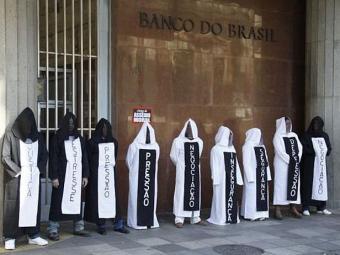 Bancários realizaram protesto em frente ao banco - Foto: Divulgação | Sindbancários