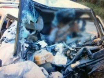 A pick-up ficou parcialmente destruída - Foto: Divulgação/ site Radar Noticias