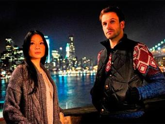 Os atores Jonny Lee Miller e Lucy Liu são os protagonistas da série - Foto: Divulgação