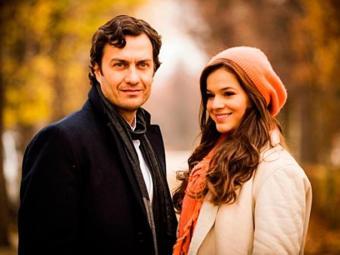 Personagens de Bruna Marquezine e Gabriel Braga Nunes viverão um romance na segunda fase da trama - Foto: TV Globo   Divulgação
