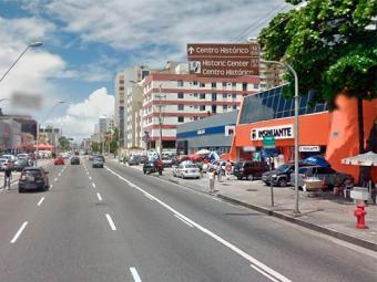 Os assaltantes levaram tablets e aparelhos celulares do estabelecimento - Foto: Reprodução | Google Maps
