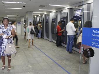 É necessário pagar o boleto no valor de R$ 74 para todos os cargos - Foto: Joa Souza   Ag. A TARDE