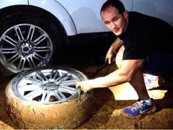 Cigano com seu pneu furado na estrada - Foto: Instagram   Divulgação
