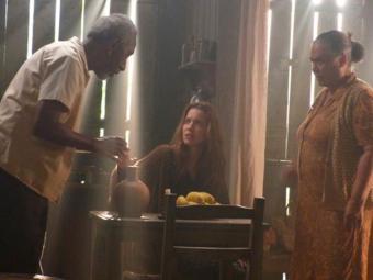 Bibiana avisa a Sìlvia que o homem que tentou matá-la está rondando a casa - Foto: Reprodução | TV Globo
