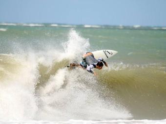 Bino explorando o máximo da onda - Foto: Divulgação