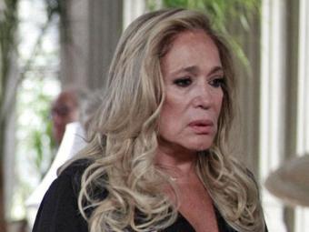 Cheia de segredos, Pilar convoca a família para uma conversa séria - Foto: Reprodução | TV Globo