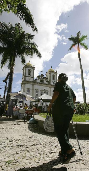 Os fiéis são convidados a subir a Colina Sagrada em peregrinação - Foto: Marco Aurélio Martins | Ag. A TARDE