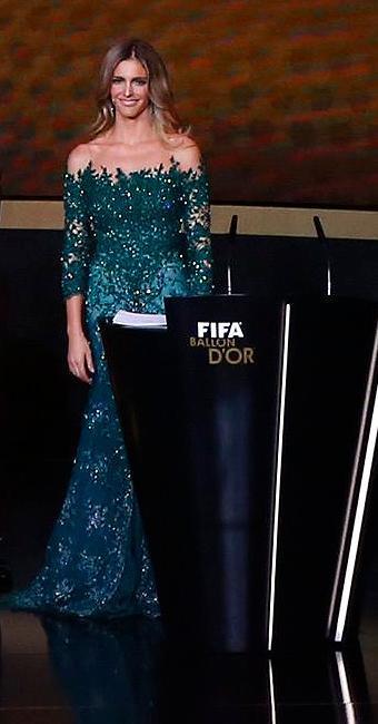 O vestido, feito sob encomenda para a apresentadora, é do estilista Samuel Cirnansck - Foto: Arnd Wiegmann l Reuters