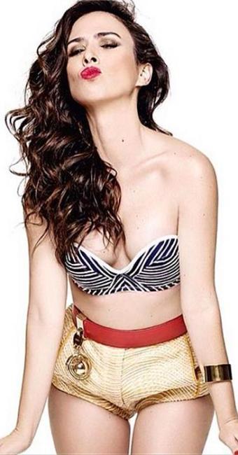 A atriz aparece fazendo biquinho fazendo o estilo pin-up moderna - Foto: Instagram | Reprodução