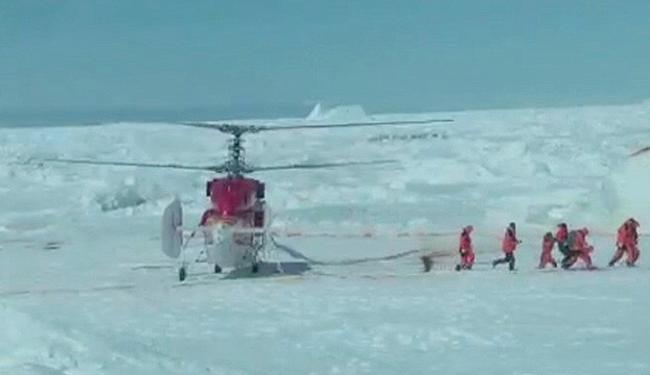 Todos os passageiros foram retirados em segurança por helicóptero - Foto: Chris Turney l Reuters