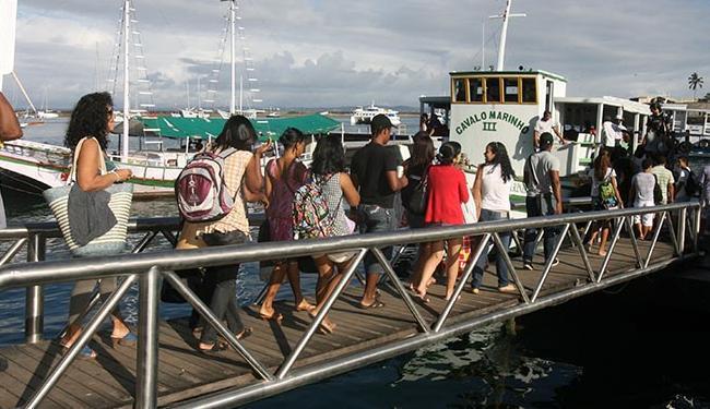 As embarcações estão saindo com lotação completa, de 15 em15 minutos. - Foto: Arestides Baptista | Ag A TARDE.