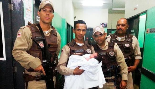 Bebê foi localizado ainda com o cordão umbilical - Foto: Foto | Blog CotidianoPolicial.com