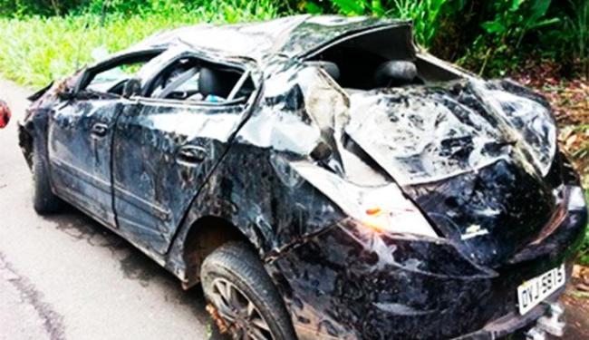 Carro do turista, que seguia para Porto Seguro, ficou destruído - Foto: Jackson Cristiano/Ubaitaba Urgente