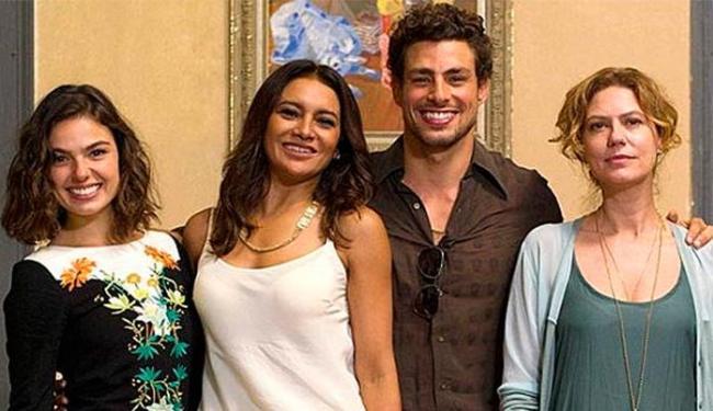 Na trama, Cauã Reymond vive romances com Isis Valverde, Dira Paes e Patrícia Pillar - Foto: TV Globo | Divulgação