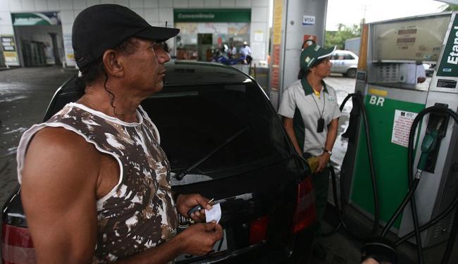 Sindicato Nacional das Distribuidoras informou que mercado da Bahia está abastecido - Foto: Raul Spinassé | Ag. A TARDE