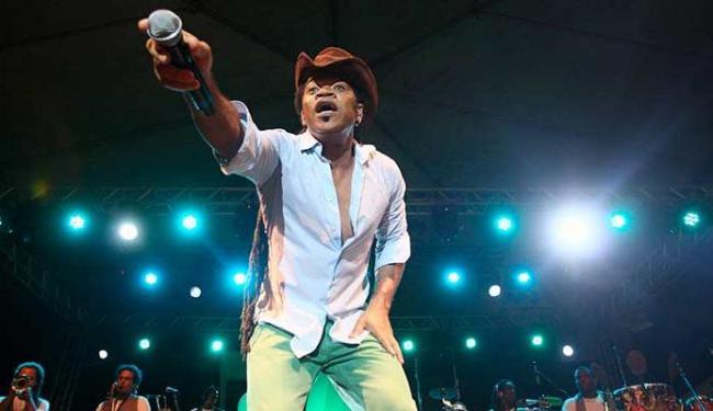 Carlinhos Brown vai receber convidados no Sarau domingo - Foto: Joá Souza | Ag. A TARDE