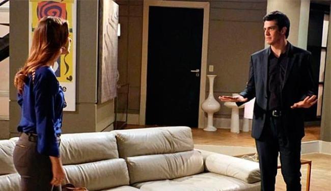 Félix sugere infiltrar um espião na casa de Aline com a desculpa de acompanhar o tratamento de César - Foto: TV Globo | Divulgação