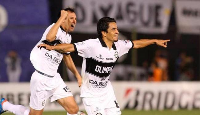 O volante paraguaio Pittoni marcou um gol de falta na final da Libertadores 2013 contra o Galo - Foto: Olimpia | Divulgação