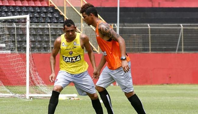 Após dois bons treinos, Alan Pinheiro (à direita) é o substituto de Dinei no ataque rubro-negro - Foto: Fernando Amorim/ AG. A TARDE