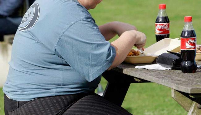 Falta de atividade física é apontada como causa para crescimento da obesidade em jovens mais pobres - Foto: Kirsty Wigglesworth | AP