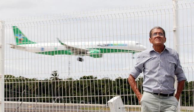 Luiz Eduardo Leal, 63 anos, não viaja de avião desde 1979 por conta do medo que tem de voar - Foto: Lúcio Távora | Ag. A TARDE