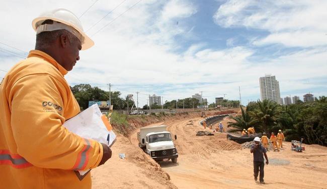 Uma das consequências da intervenção na avenida é o sacrifício da vegetação - Foto: Mila Cordeiro | Ag. A TARDE