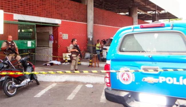 Crime aconteceu na entrada do galpão de carnes do Centro de Abastecimento - Foto: Aldo Matos | Acorda Cidade
