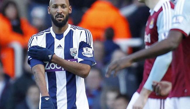 Anelka comemorou o gol diante do West Ham com gesto considerado uma saudação nazista e antissemita - Foto: Agência Efe