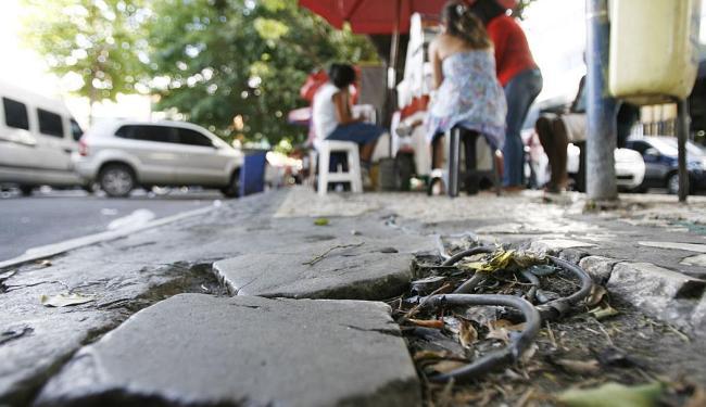 Prefeitura prevê investir R$ 20 milhões na obra, que deverá melhorar a qualidade das calçadas - Foto: Raul Spinassé | Ag. A TARDE