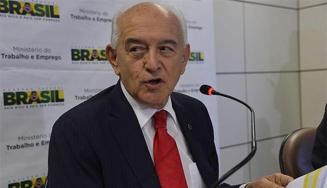 Segundo o ministro, a estimativa é que o Brasil gere entre 1,4 mi e 1,5 mi de empregos em 2014 - Foto: Valter Campanato l Agência Brasil