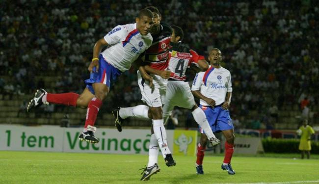 Bahia e Santa Cruz vão se reencontrar na Fonte nesta quarta; último duelo foi em junho de 2005 - Foto: Eduardo Martins | Ag. A TARDE