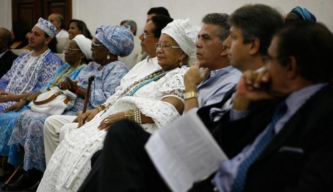 Muitos adeptos do candomblé foram à Reitoria da Ufba prestigiar o evento - Foto: Raul Spinassé | Ag. A TARDE