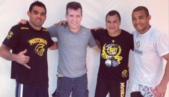 Popó posa ao lado de Renan Barão (à esq.), André Pederneiras e José Aldo - Foto: Instagram | Reprodução