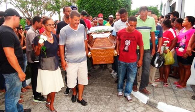 Sepultamento ocorreu no Cemitério Jardim Celestial, em Feira de Santana - Foto: Ney Silva / Acorda Cidade