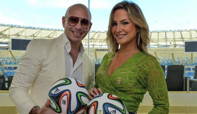 O rapper Pitbull (foto) e a cantora Jennifer Lopez serão os parceiros de Claudia Leitte na canção - Foto: Twitter   Reprodução