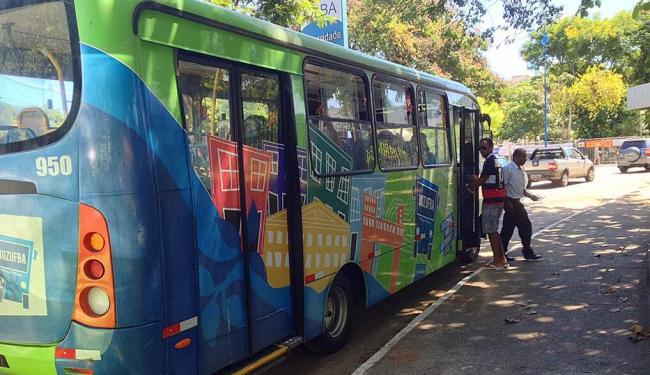 Micro-ônibus trafegava pelo bairro do Canela quando aconteceu a ação - Foto: Divulgação