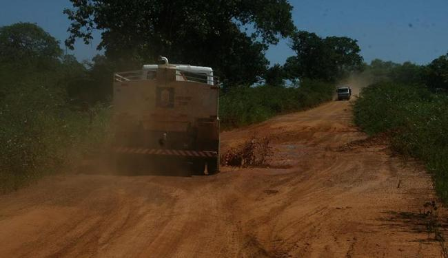 Estrada afeta a qualidade da produção de distrito irrigado e o deslocamento de moradores - Foto: Miriam Hermes | Ag. A TARDE