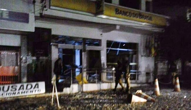 Polícia chegou ao local para repreender a ação dos bandidos, que conseguiram fugir - Foto: Informe PMBA | Cidadão Repórter
