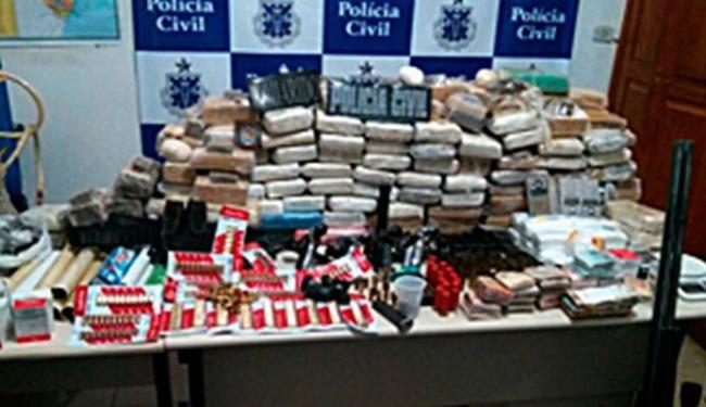 Droga era escondida em cinco galões de 50 litros enterrados no quintal da fazenda - Foto: Ascom | Polícia Civil