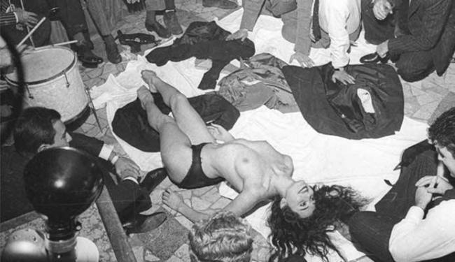 Aiche Nana causou furor ao fazer striptease na frente de diversos homens em um restaurante - Foto: Divulgação