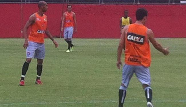 Dinei treina normalmente durante a semana e será titular contra o Confiança - Foto: Esporte Clube Vitória | Divulgação