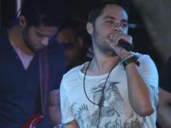 Levi Lima é cantor do Jammil e Uma Noites - Foto: Fred Pontes | Divulgação