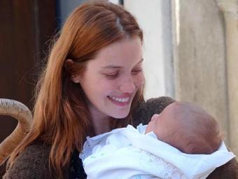 Sílvia se emociona ao pegar filho no colo - Foto: TV Globo   Divulgação