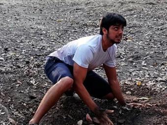 Marlon cava o local onde William estaria enterrado - Foto: TV Globo   Divulgação