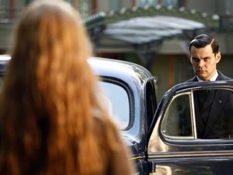 Sílvia tentar falar com Manfred, mas ele acha que ela é um fantasma - Foto: TV Globo | Divulgação