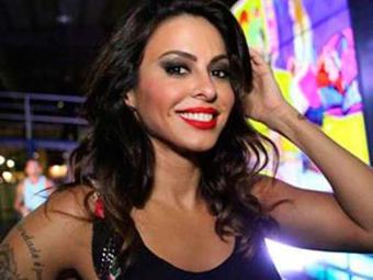 Alinne Rosa foi escolhida para cantar o tema que embalará os romances da protagonista de Em Família - Foto: Divulgação