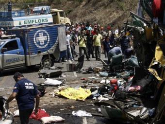 Pelo menos 12 pessoas morreram na hora - Foto: Luiz Tito   Ag. A TARDE